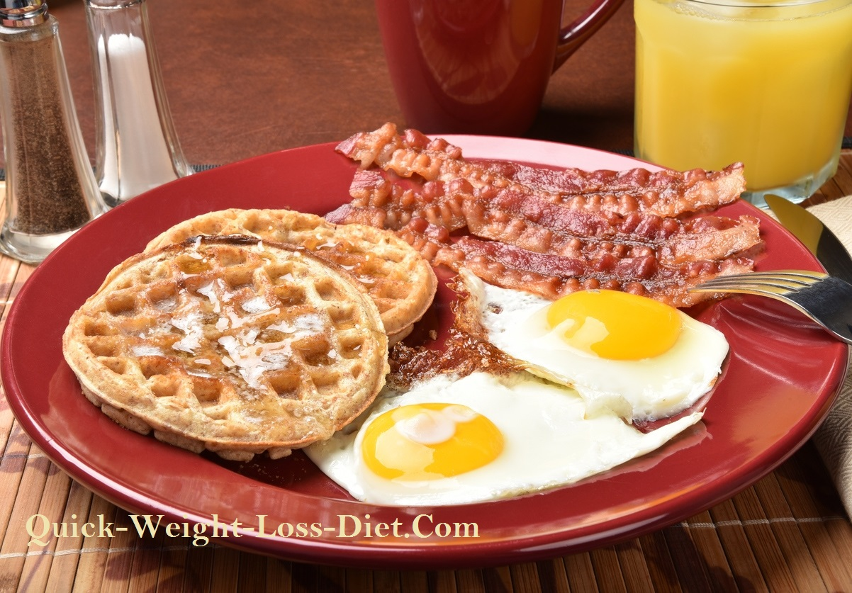 Waffles_and_egg_breakfast