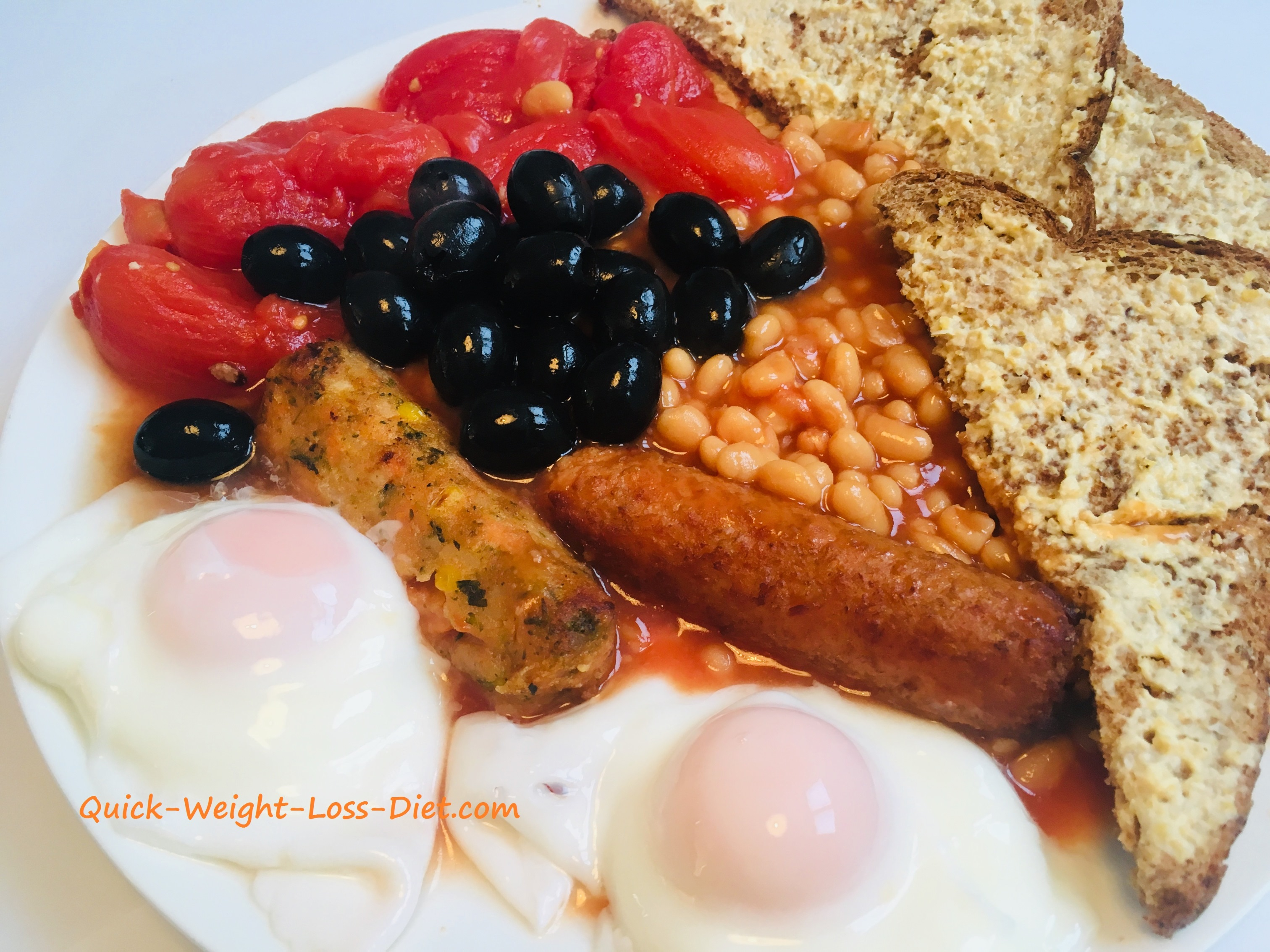 vegetarian_cooked_breakfast_with_Quorn_sausages_and_olives