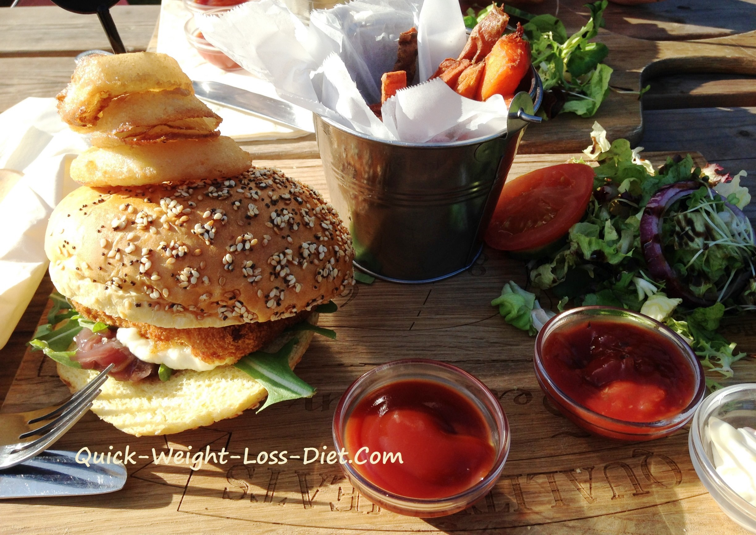 halloumi_burger_with_fries_salad